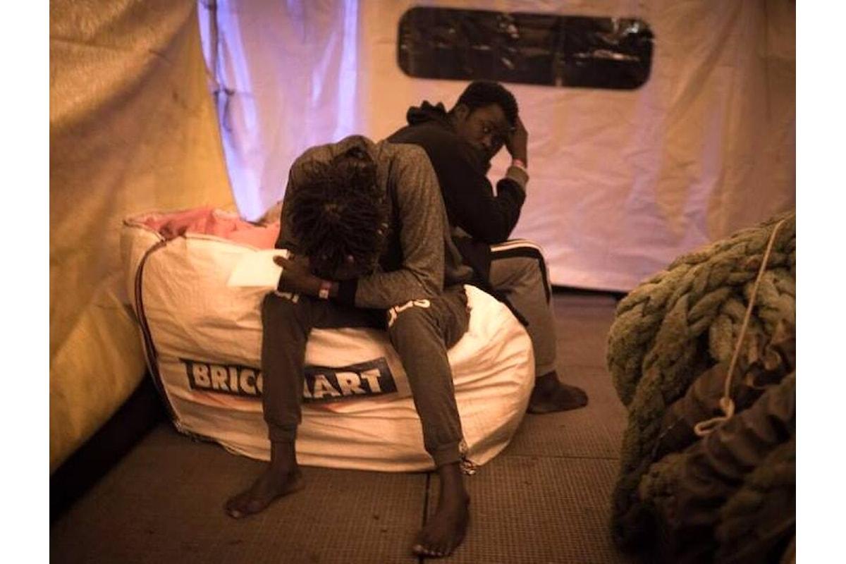 17° giorno in alto mare, sulla Sea Watch alcuni migranti rifiutano il cibo