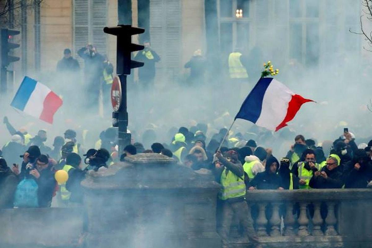 Ottavo sabato di protesta dei gilet gialli che adesso puntano alle dimissioni di Macron