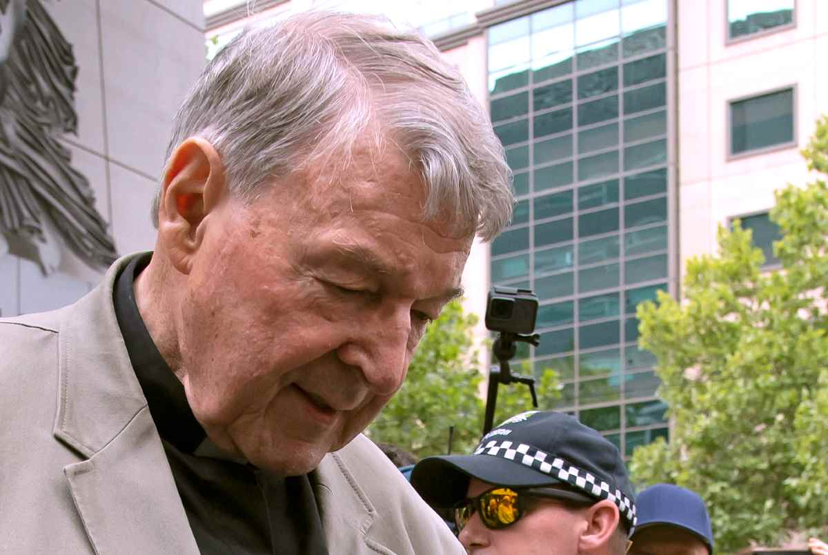 Un tribunale australiano ha riconosciuto colpevole il card. George Pell per aver abusato di due minori
