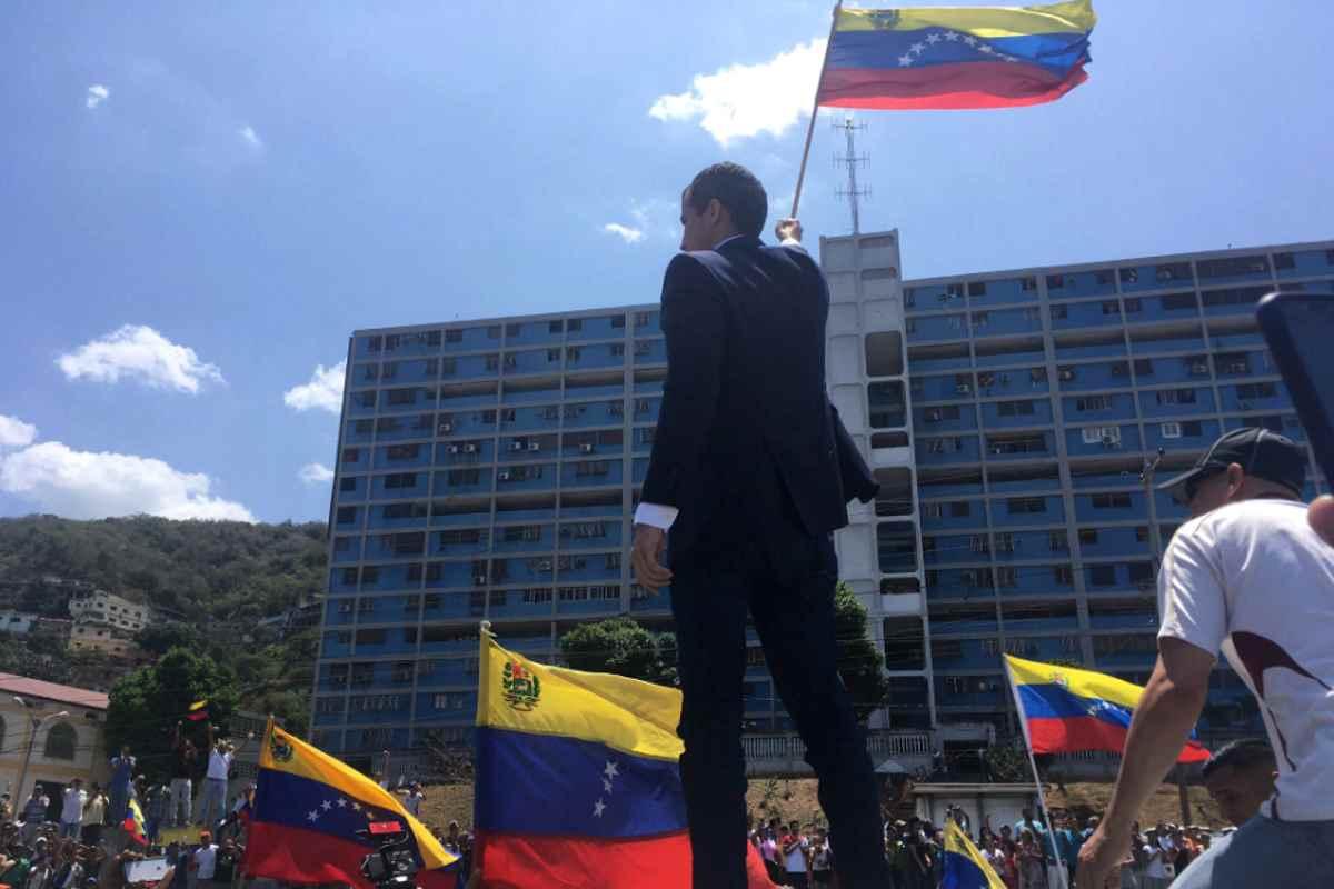 Guaidó torna in Venezuela e si mette a capo di una nuova protesta di piazza. Siamo alla resa dei conti?