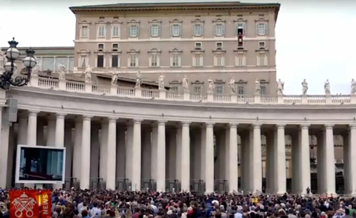 Il Papa all'Angelus invita a pregare per i nostri fratelli musulmani che sono stati uccisi