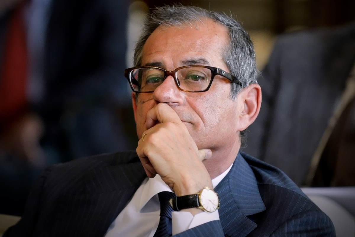 Il ministro Tria sotto attacco da parte di Lega e 5 Stelle