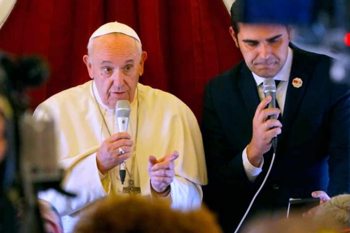 Il Papa al ritorno dal Marocco invita a costruire ponti e non muri