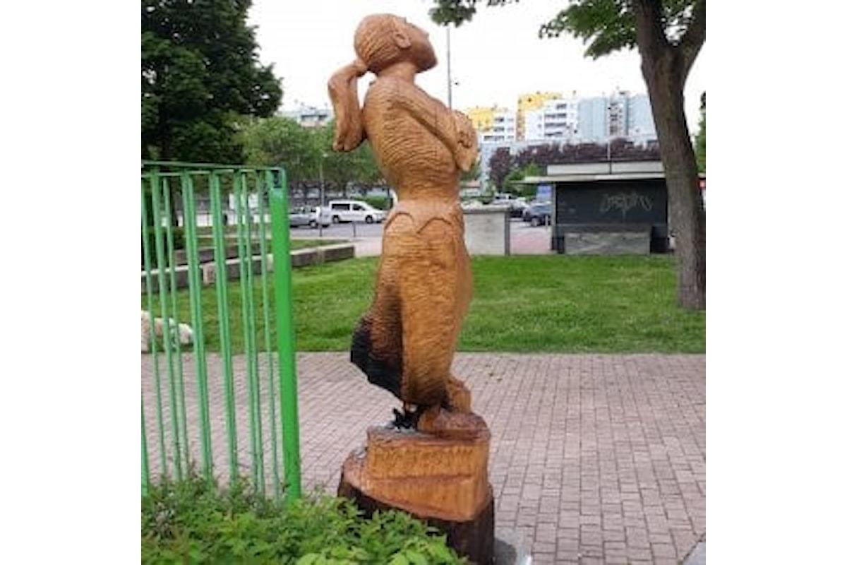 Grave atto nel milanese. Incendiata la statua di una martire partigiana