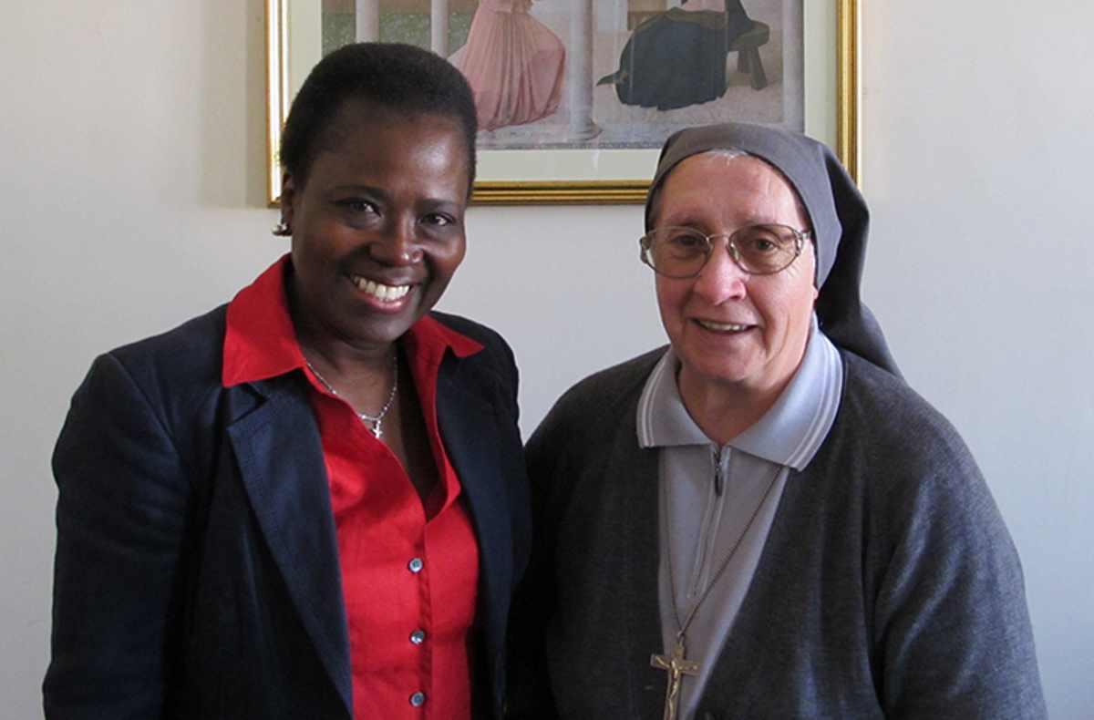 Il Papa affida ad una suora che opera a favore dei migranti la stesura dei testi per la Via Crucis al Colosseo