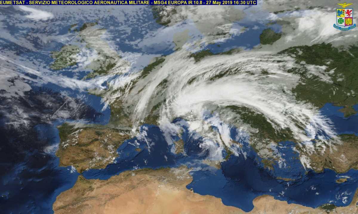 Prosegue il maltempo in Italia a fine maggio con una possibile allerta meteo su alcune regioni anche per martedì