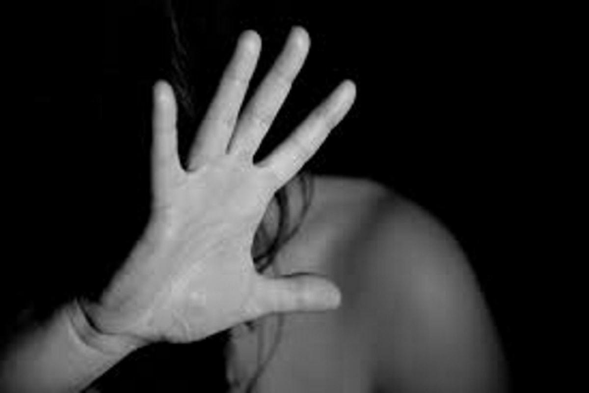 Adolescente offerta sessualmente dall'amica a due marocchini in cambio di droga