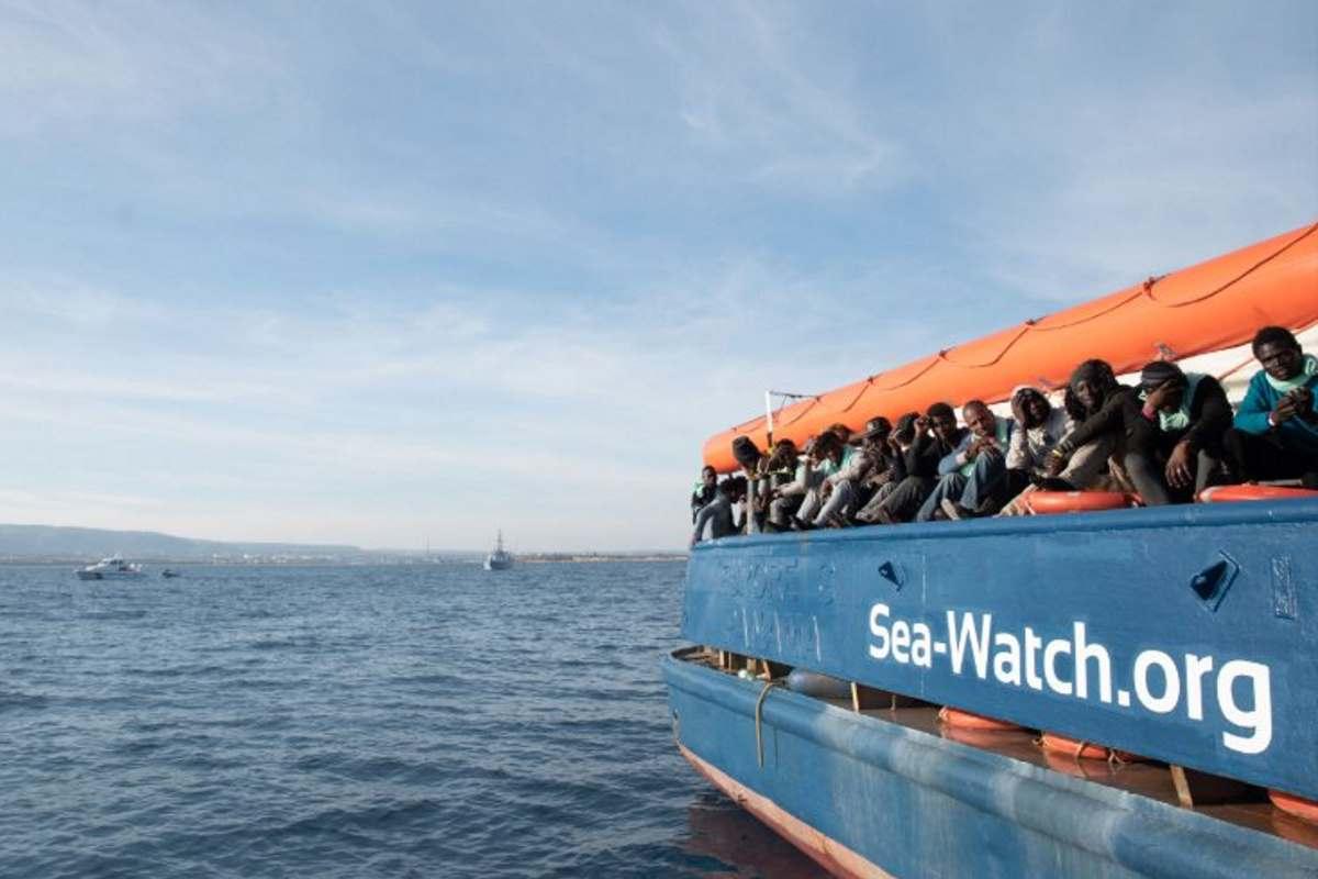 La logica di Salvini: Ong taxi del mare? Allora paghino 5mila euro a migrante