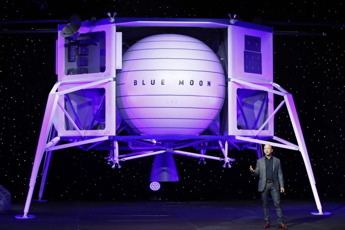 Bezos ha presentato Blue Moon, un lander che porterà nuovamente l'uomo sulla Luna... per rimanervi