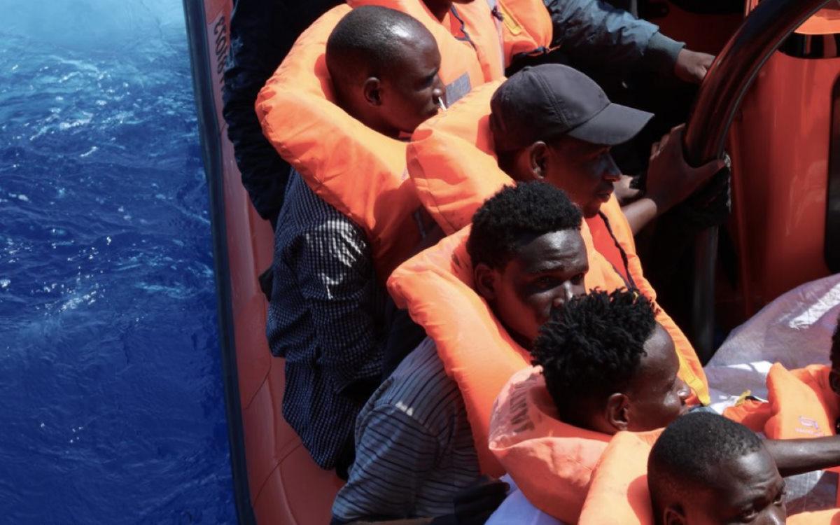 Ocean Viking di nuovo all'opera: adesso sono 251 i migranti salvati a bordo della nave