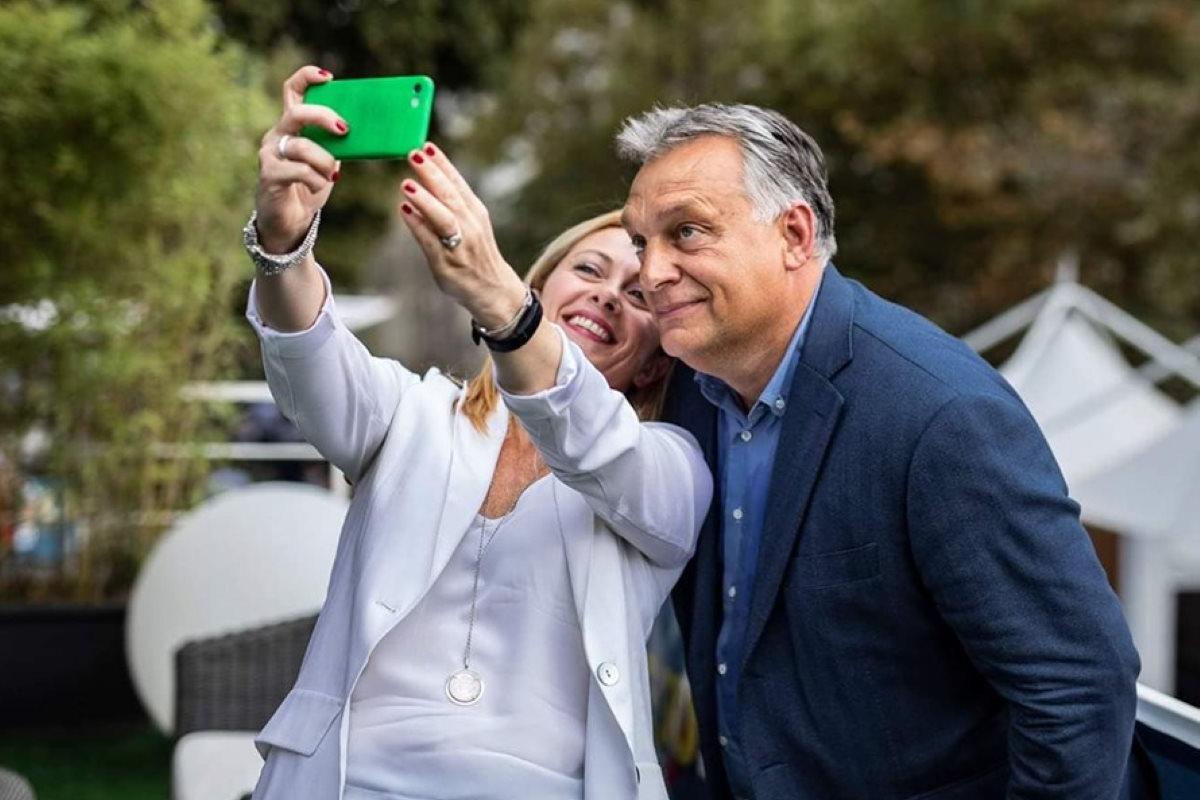 Orban: prima gli ungheresi... e la Meloni applaude