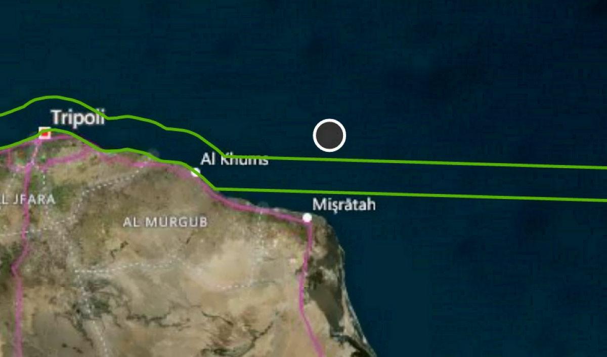 Una barca con 56 migranti si rovescia al largo della Libia: nessuno è intervenuto dopo la richiesta di aiuto lanciata da più di 15 ore