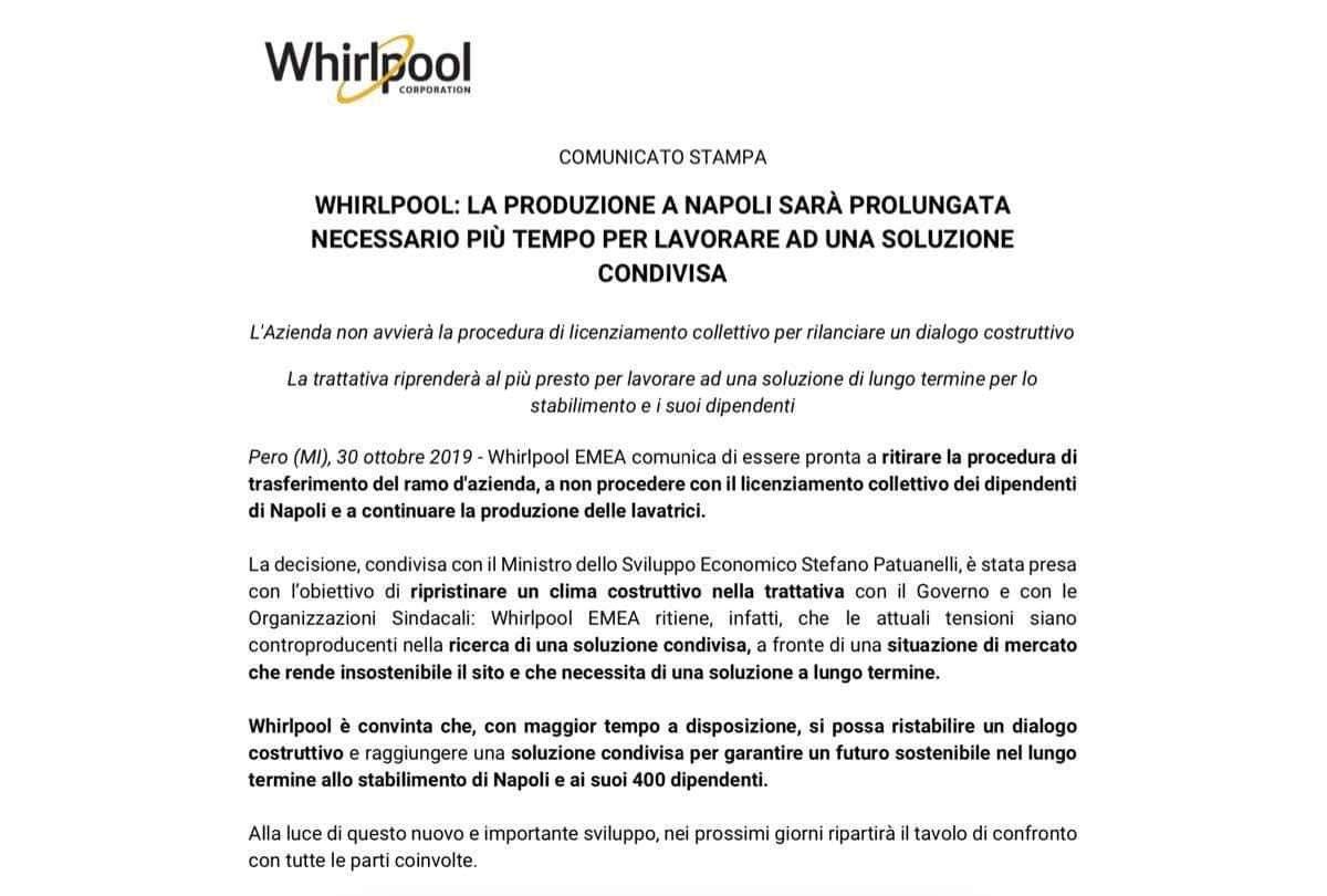 La Whirlpool ritira i licenziamenti e sospende la chiusura dello stabilimento di Napoli: la trattativa riprende