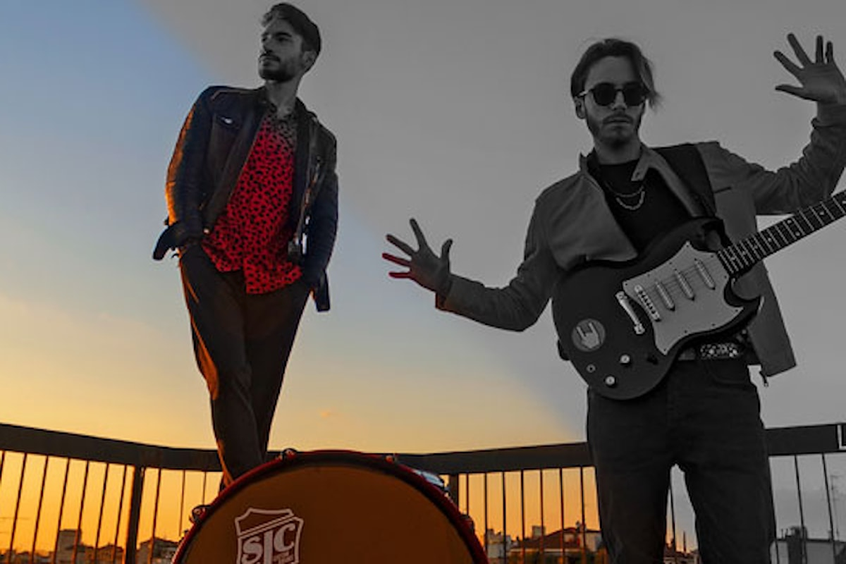 """""""La vita di un clown"""" è il nuovo singolo del duo pop milanese Le Tendenze"""