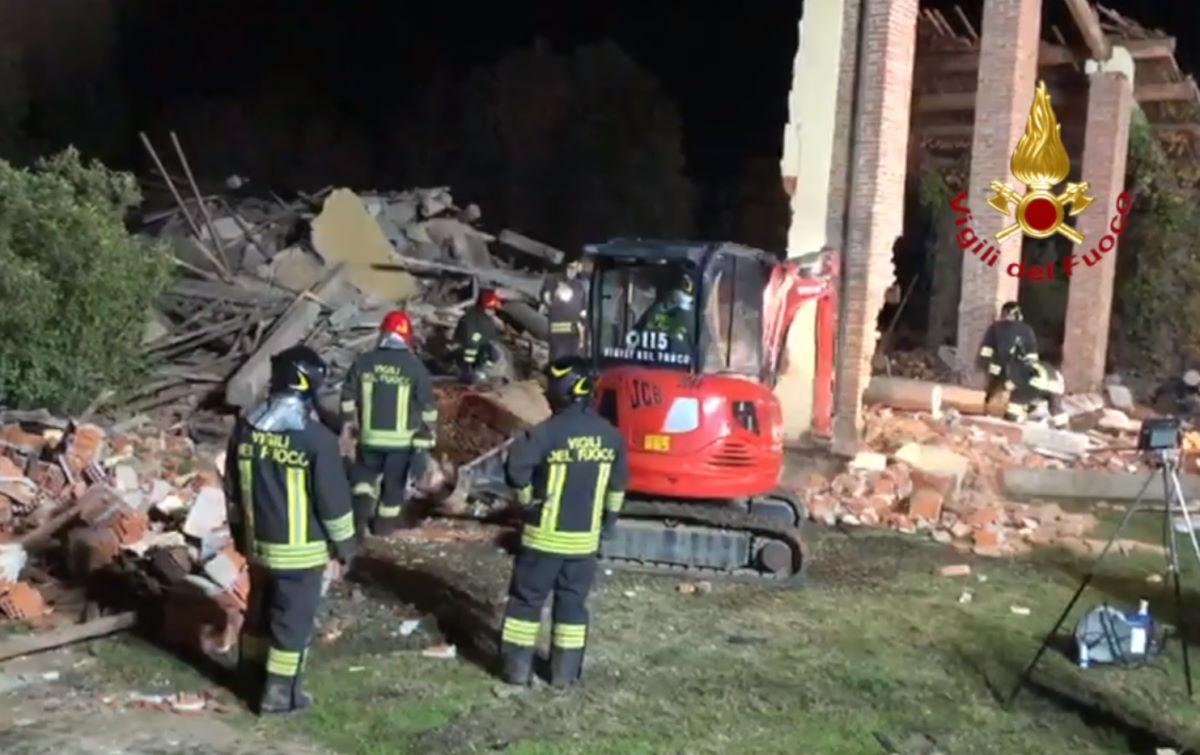 Tre vigili del fuoco morti e tre feriti gravi nell'alessandrino a seguito di una esplosione, forse dolosa