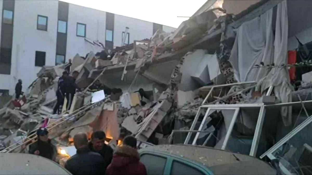 Le conseguenze del grave terremoto che ha colpito la costa dell'Albania