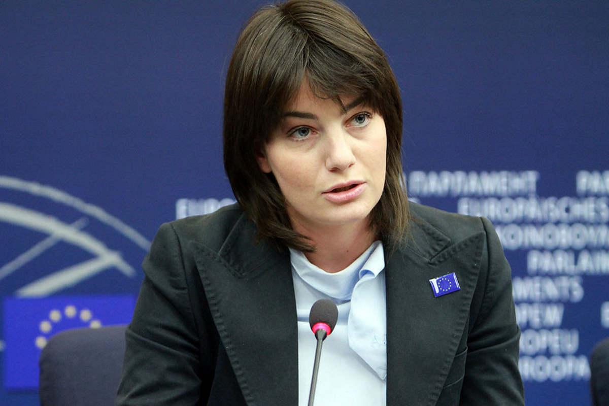 Lara Comi arrestata dalla GdF per corruzione, finanziamento illecito, truffa