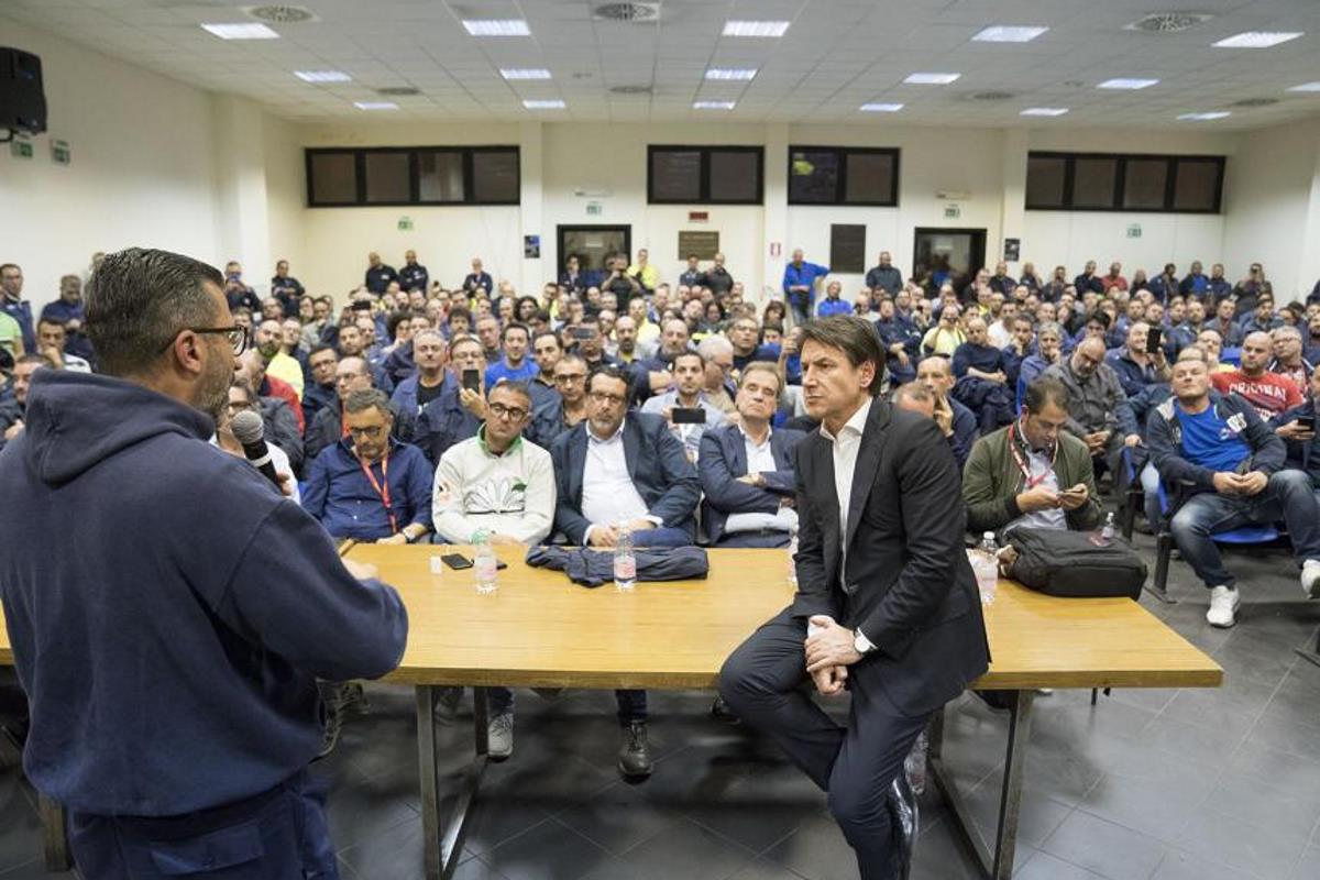 Conte a Taranto agli operai ex Ilva: La soluzione al problema dell'Ilva non ce l'ho in tasca