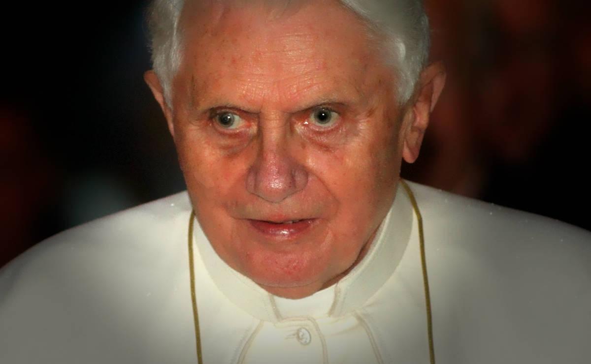 Con il suo nuovo libro Ratzinger da papa emerito diventa antipapa