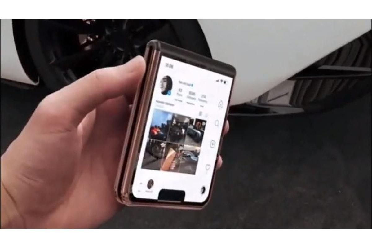 Ecco l'iPhone 12 Flip: lo smartphone con display pieghevole secondo Apple (Concept)