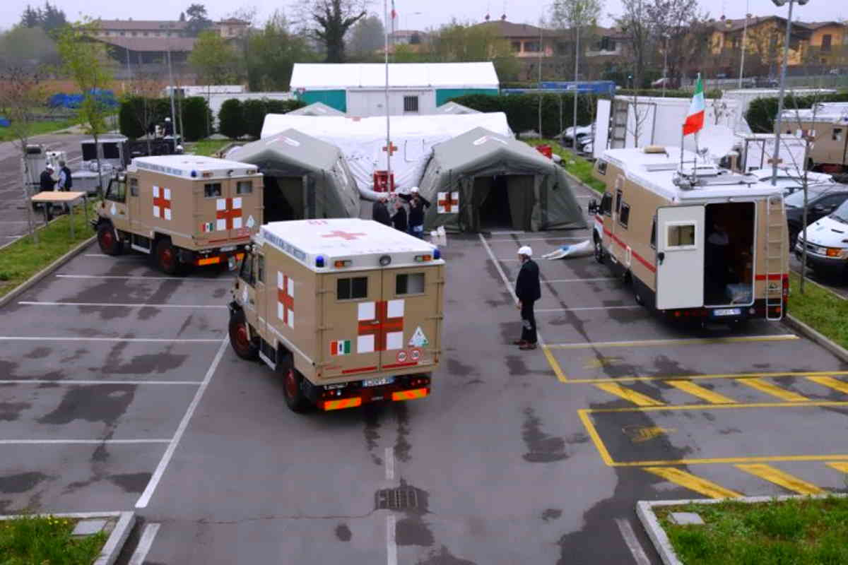 Cremona, militari italiani allestiscono ospedale da campo. Il ministro Guerini: Grazie ai nostri militari per la loro professionalità