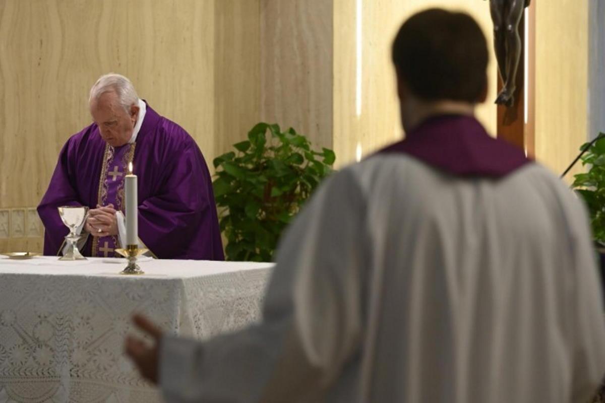 Un monsignore italiano in Vaticano positivo al coronavirus. Abita a Santa Marta come Papa Francesco