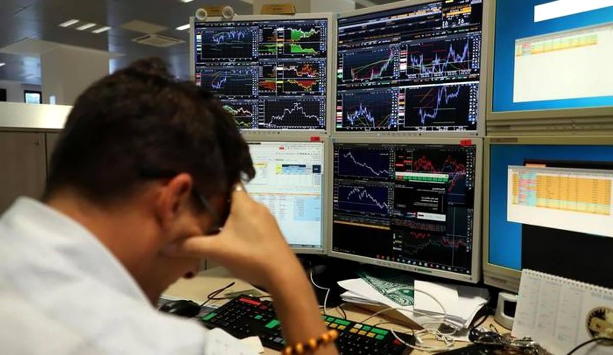 Coronavirus, ennesimo venerdì nero e per Moody's è già recessione. Gli interventi dell'Abi...