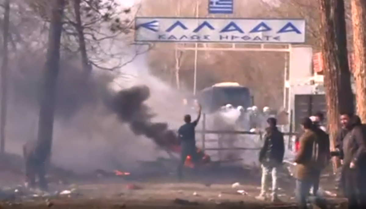 La Turchia minaccia la Siria con l'operazione scudo di primavera e l'Europa con i migranti al confine con la Grecia
