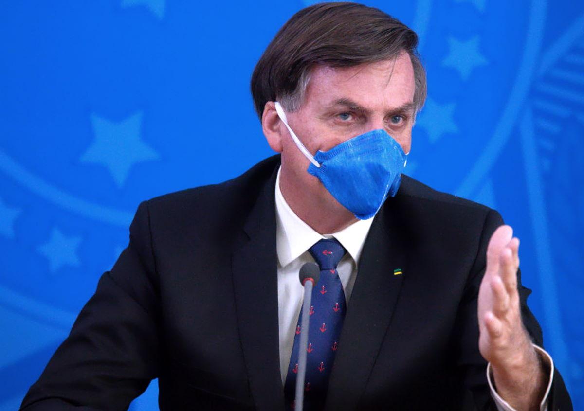 La censura di Twitter e Facebook colpisce le false notizie sulla Covid anche se pubblicate dai capi di Stato