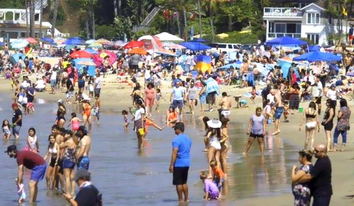 Nel weekend del Memorial day gli americani si sono riversati in spiaggia dimenticandosi della pandemia