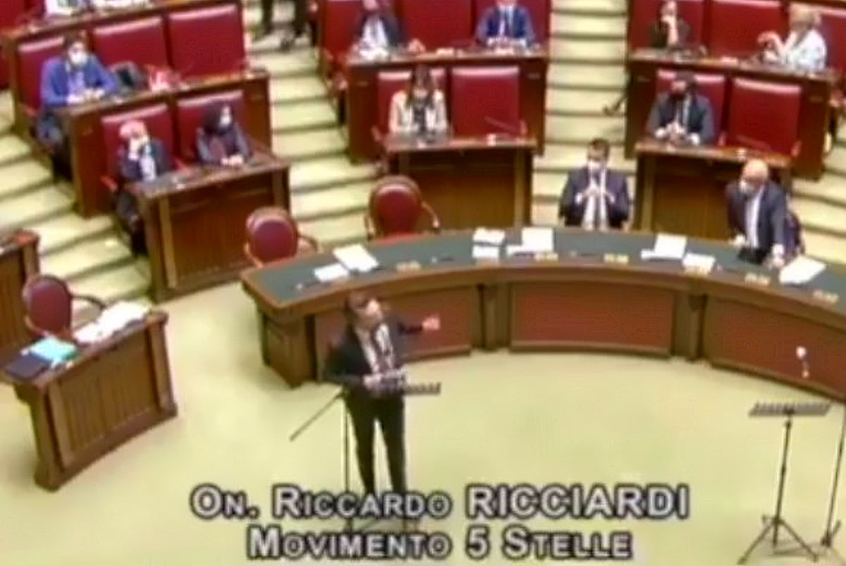 L'assurda polemica della Lega su quanto detto alla Camera dal deputato 5 Stelle Ricciardi