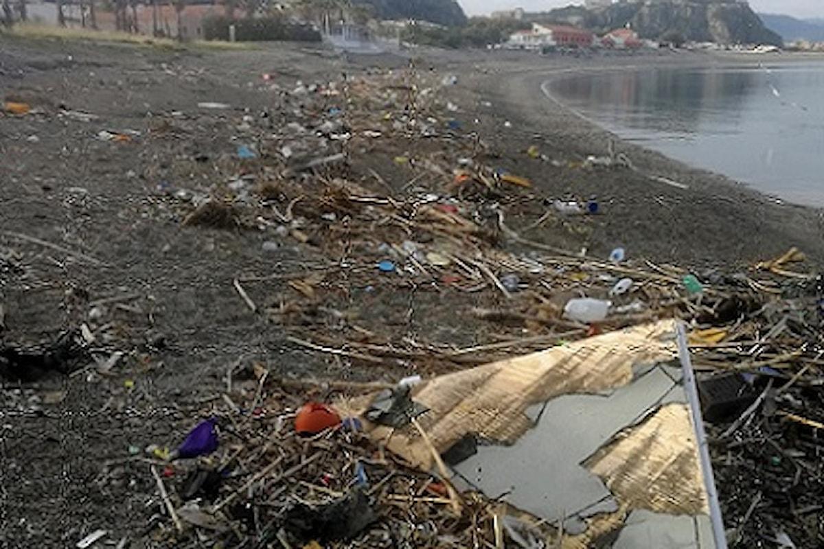 Milazzo (ME) - Pulizia spiagge, è polemica tra Nanì ed il Sindaco
