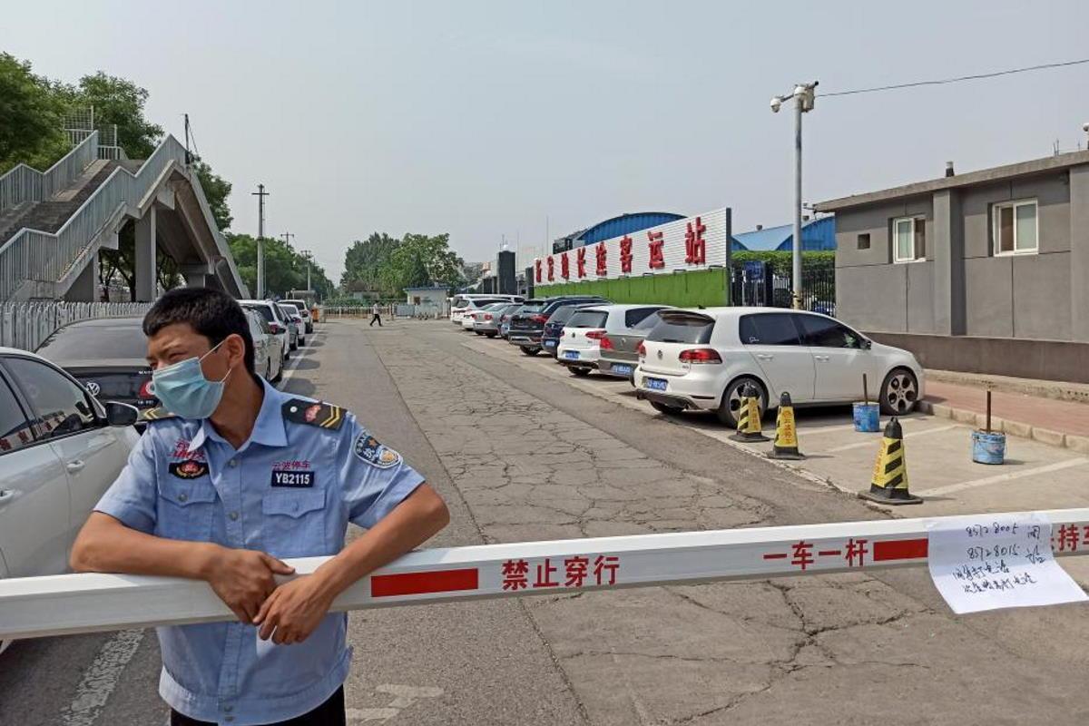 Pechino ha registrato ieri altri 31 casi di Covid-19. Misure restrittive e scoppia il caso Salmone importato