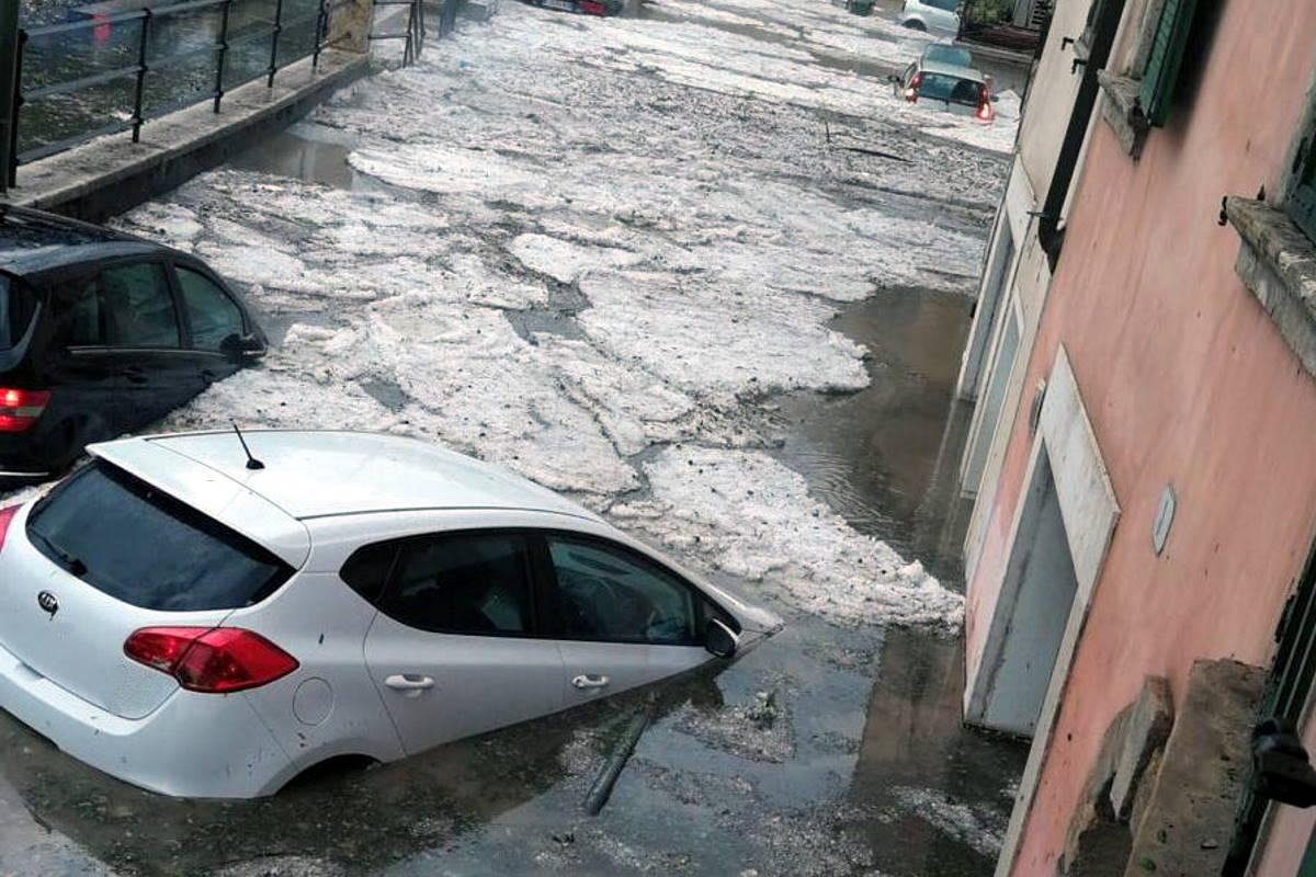 Violento nubifragio nel Veneto, a Verona pioggia e grandine trasformano le strade in fiumi