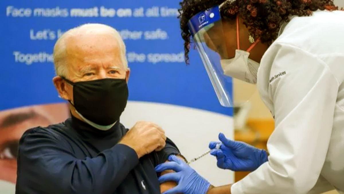 Il presidente eletto Biden si è vaccinato in diretta: Fatelo tutti, è sicuro