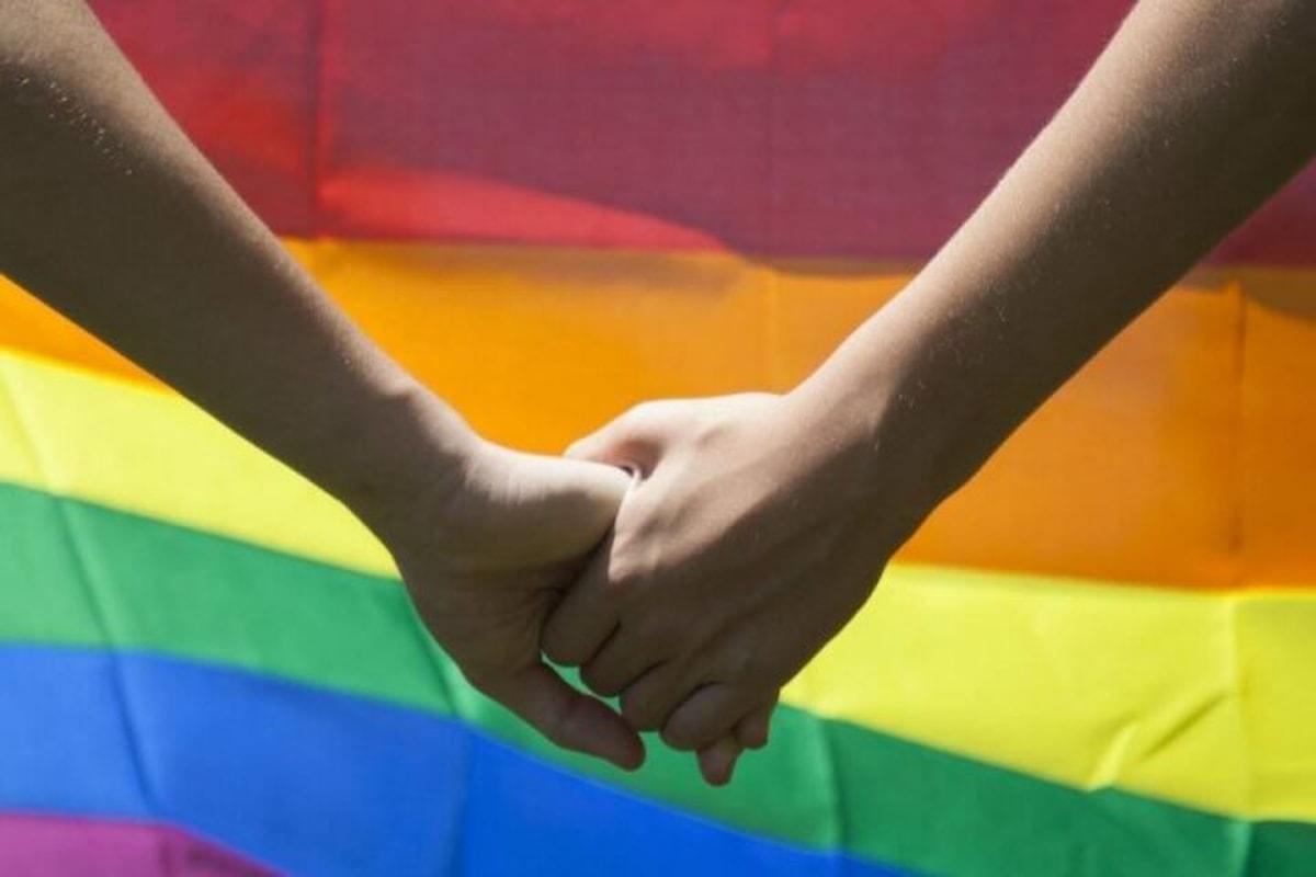 Regno Unito, coppia gay minacciata di morte