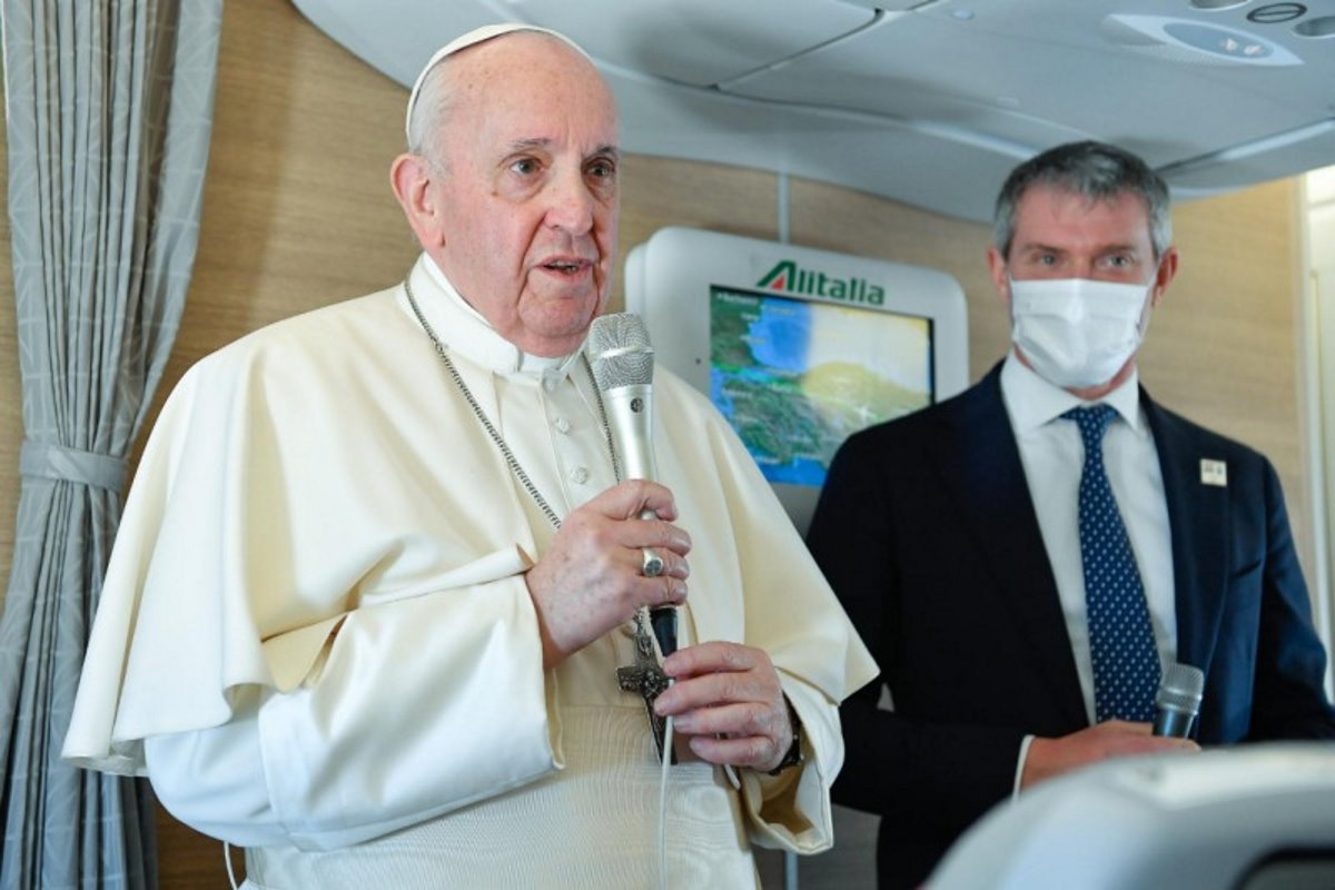 Terminato il viaggio del Papa in Iraq. Ecco che cosa ha detto il pontefice ai giornalisti presenti sull'aereo