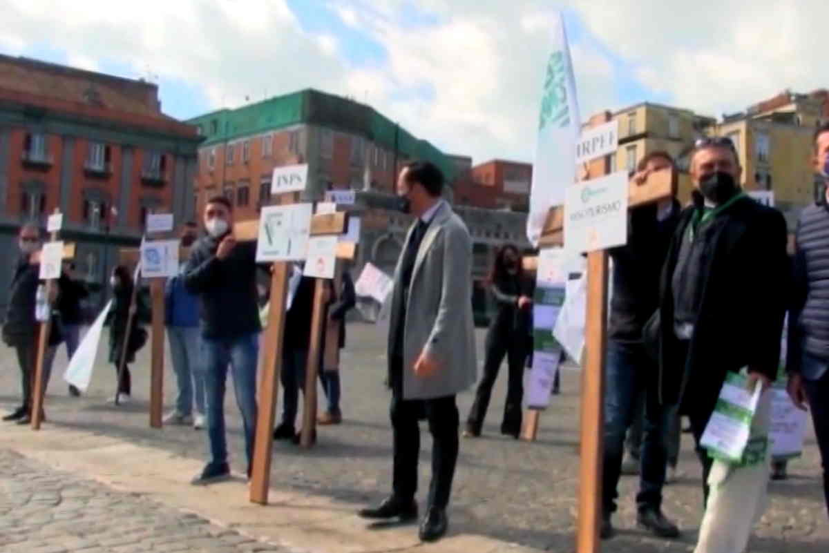 Continuano da nord a sud le proteste degli ambulanti, in attesa di quelle che in futuro interesseranno i dipendenti licenziati