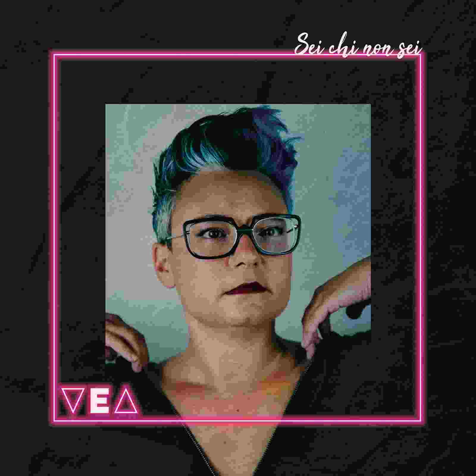 """VEA, """"Sei chi non sei"""" è il nuovo album della cantautrice torinese uscito per Metatron"""