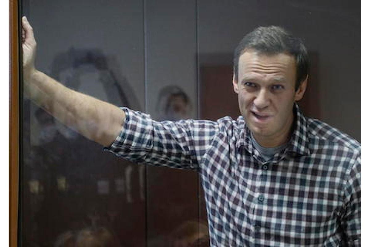 Navalny: i suoi medici chiedono di poterlo visitare in carcere perché rischia seriamente di morire