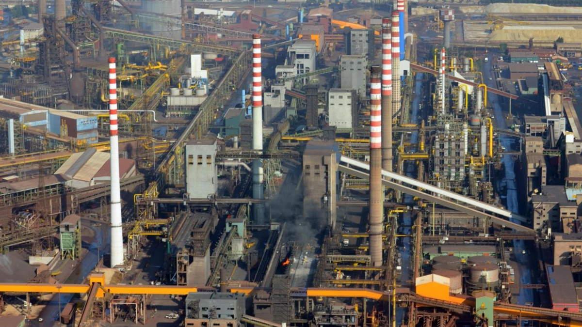 La contraddizione dell'ex Ilva che plaude al Consiglio di Stato che fa rimanere aperto l'impianto e poi mette in Cigo 4.000 dipendenti