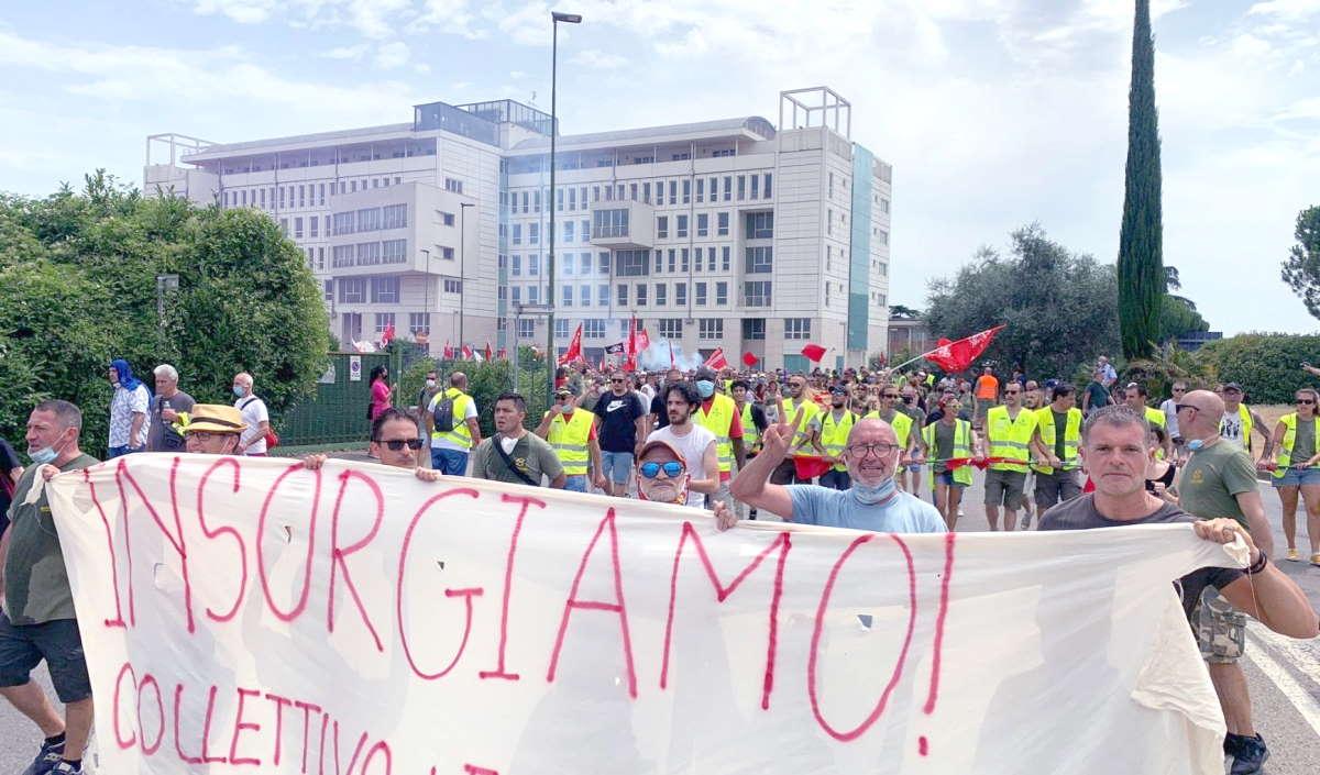 La manifestazione di sabato dei lavoratori della GKN di Campi Bisenzio