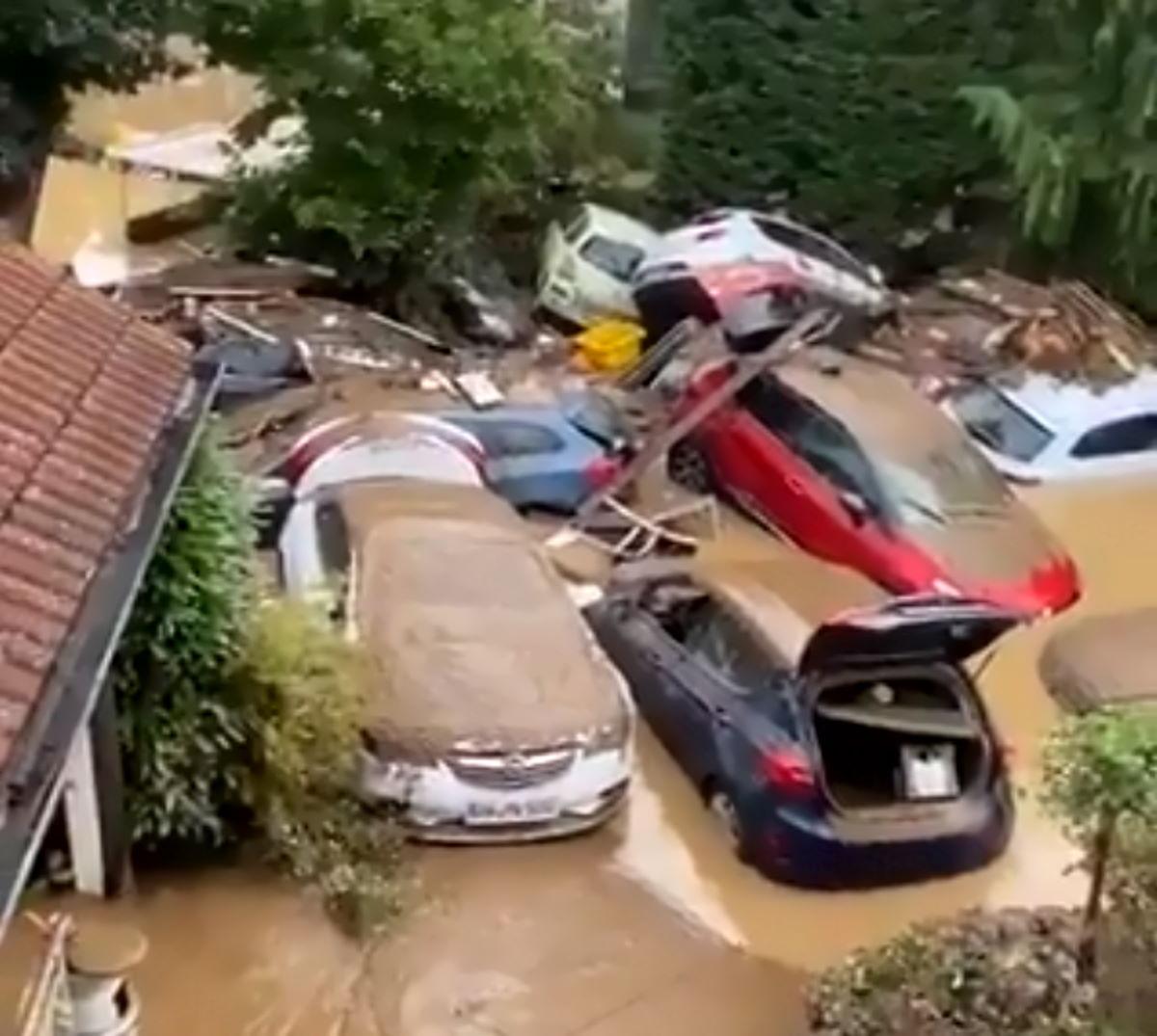 Aumentano i timori per l'alto numero di dispersi per le inondazioni in Germania, mentre con quelli del Belgio sono più di 150 i morti