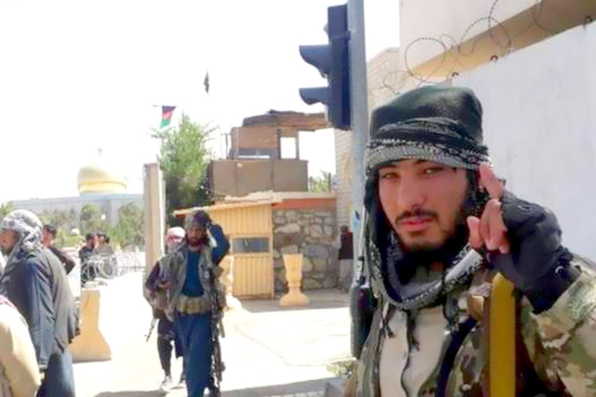 Proseguono i voli militari per lo sgombero dei diplomatici dall'Afghanistan mentre i talebani annunciano l'amnistia generale
