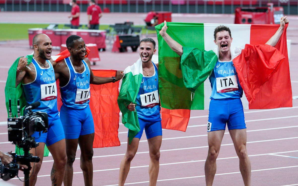 Tokyo 2020, tre medaglie d'oro per l'Italia che chiude la giornata trionfando nella staffetta 4x100 maschile