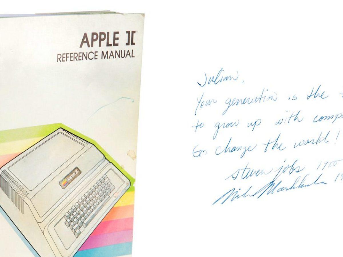 Venduto all'asta per circa 800mila dollari un manuale dell'Apple II firmato da Jobs