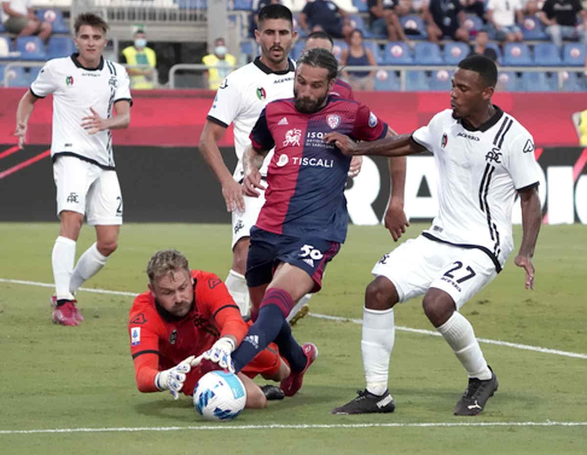 Serie A, l'arbitraggio funesta anche il risultato di Cagliari-Spezia regalando un pareggio ai padroni di casa