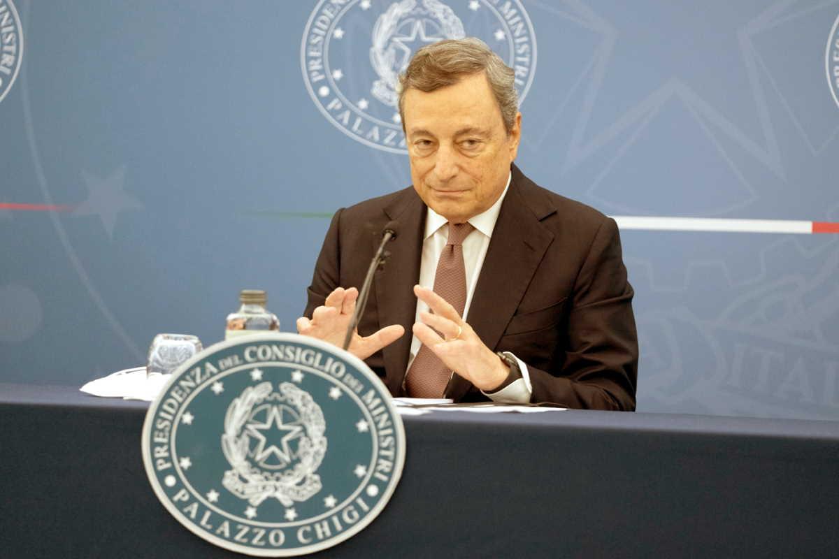 Draghi non esclude di estendere l'obbligo del green pass