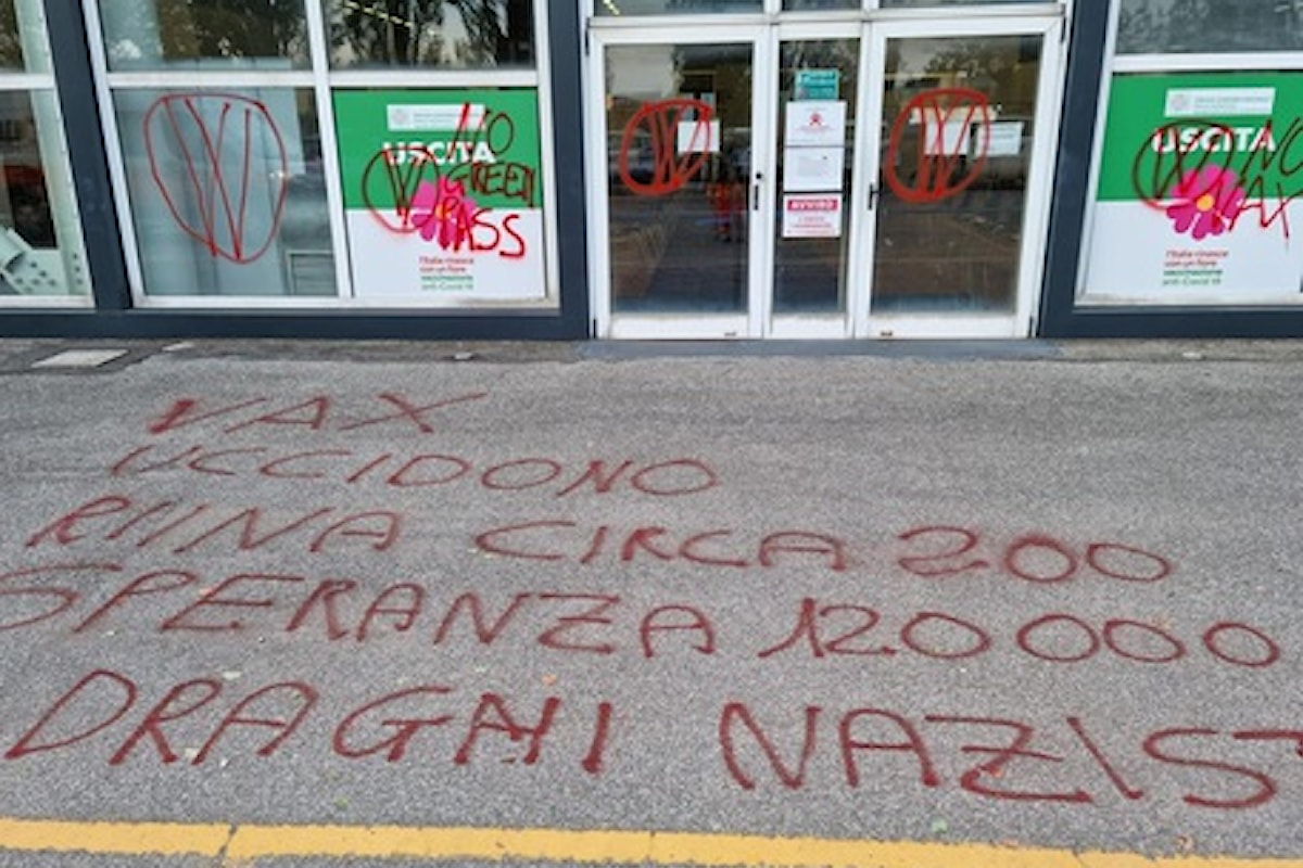 Scritte no vax a fiera Ferrara, sindaco gesto di imbecilli