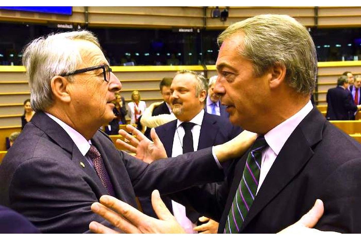 Juncker contro Farage nella seduta del Parlamento Europeo dedicata alla Brexit